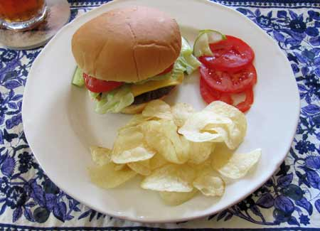Making hamburgers can reduce hamburger calories substantially. Photo/B.Yarnell