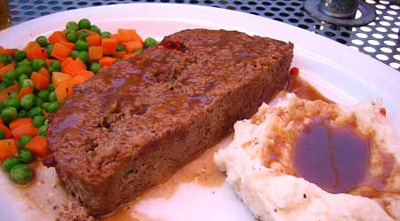 Include meatloaf in your healthy food recipes. Photo/rick