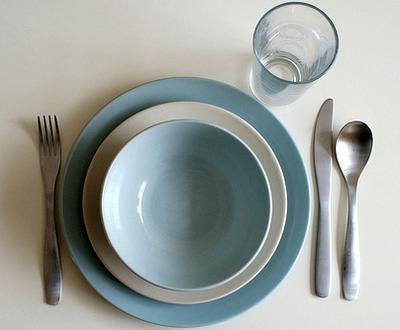 Use this plate size optical illusion to feel full eating less.