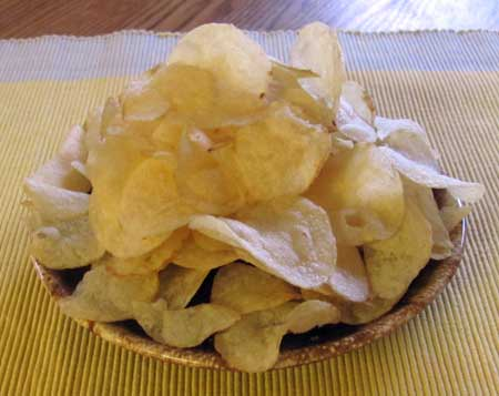 Potato chips - 3 serving sizes. Photo/B.Yarnell